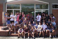 Câmara Comunitária da Barra recebe colégio São Paulo para palestra sobre a organização.